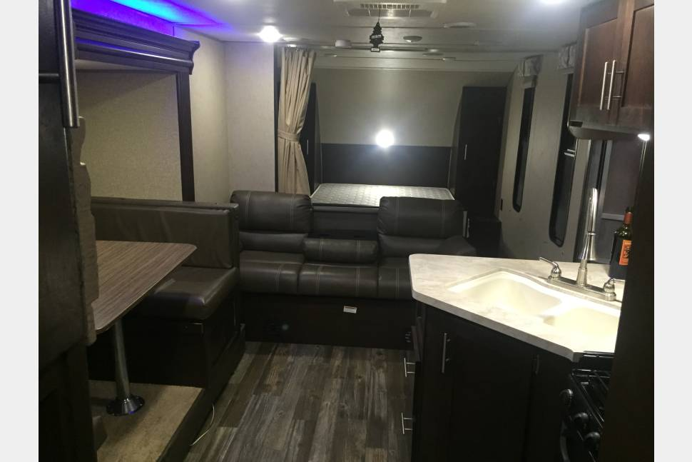 2016 Forest River Grey Wolf 23BD - NICE SMALL TRAILER FOR COUPLE OR FAMILY OF 4 PEOPLE. GOOD FOR CAMPING OR ROMANTIC GATEWAY, BUSINESS TRIP.