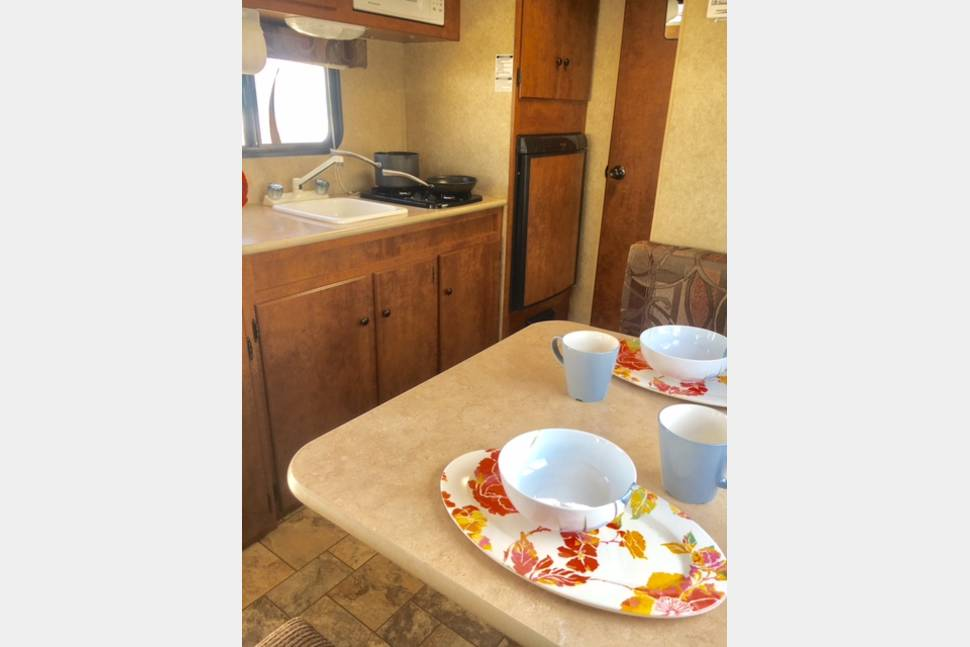 2012 Ultra Light Easy Tow!! - Perfect family camping trailer!