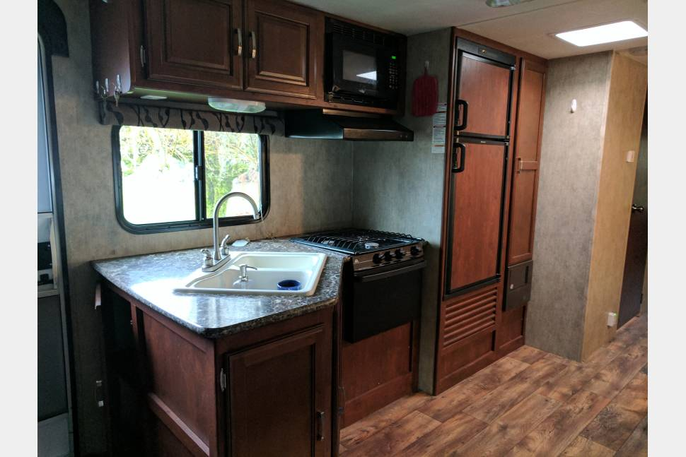 2016 Keystone Passport - Travel Trailer 2 slides outdoor BBQ/kitchen
