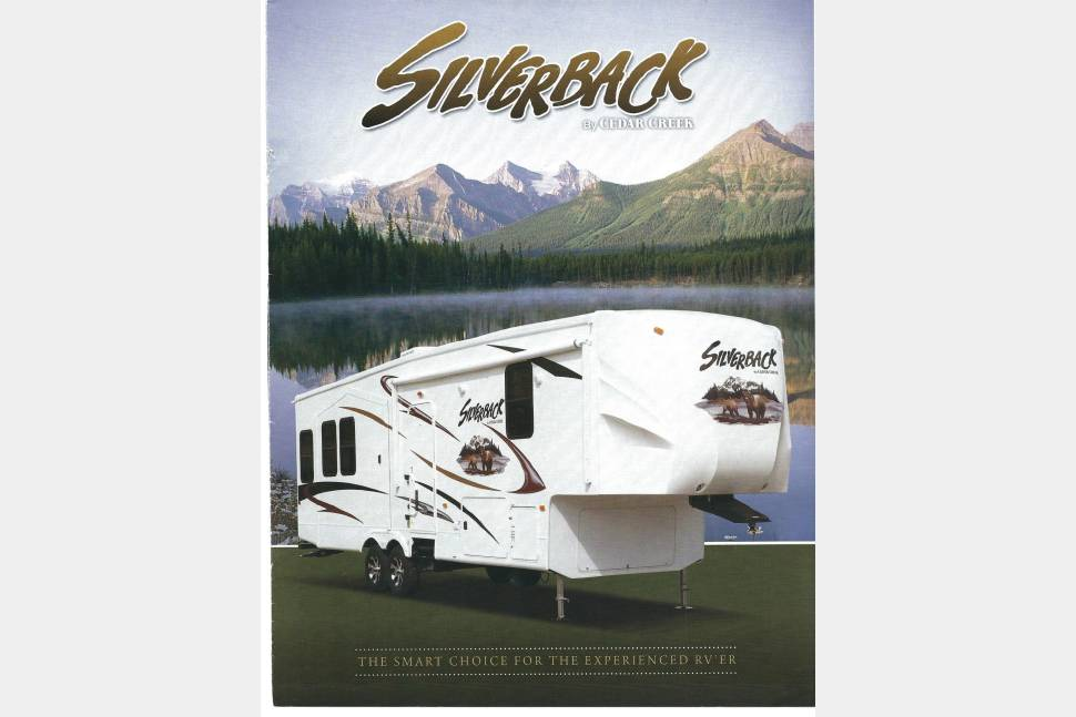 2011 Cedar Creek Silverback - Serendipity - sleeps 4 Cathedral ceiling Living/Kitchen