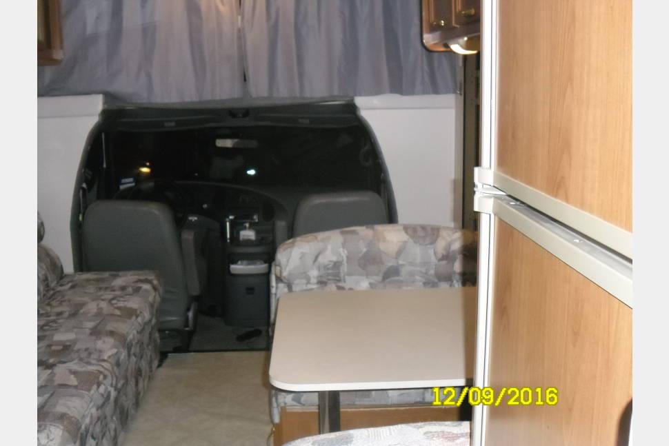 2003 UNLIMITED MILEAGE - Coachmen Pathfinder Sport - UNLIMITED MILEAGE -2003 Class C Coachmen