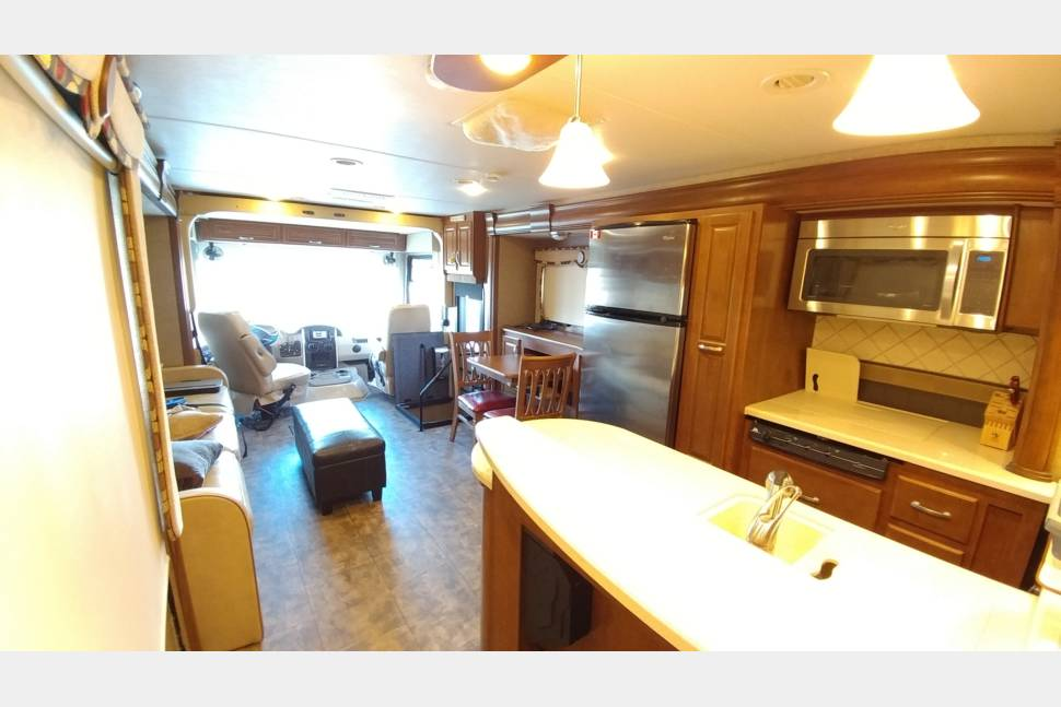 2014 Thor Challanger 37GT - Luxury RV with three queen beds now with XM!