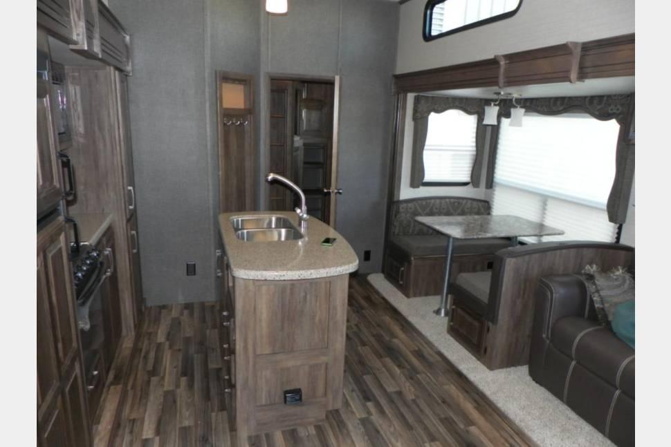 2015 Keystone Cougar - Perfect vacation station!