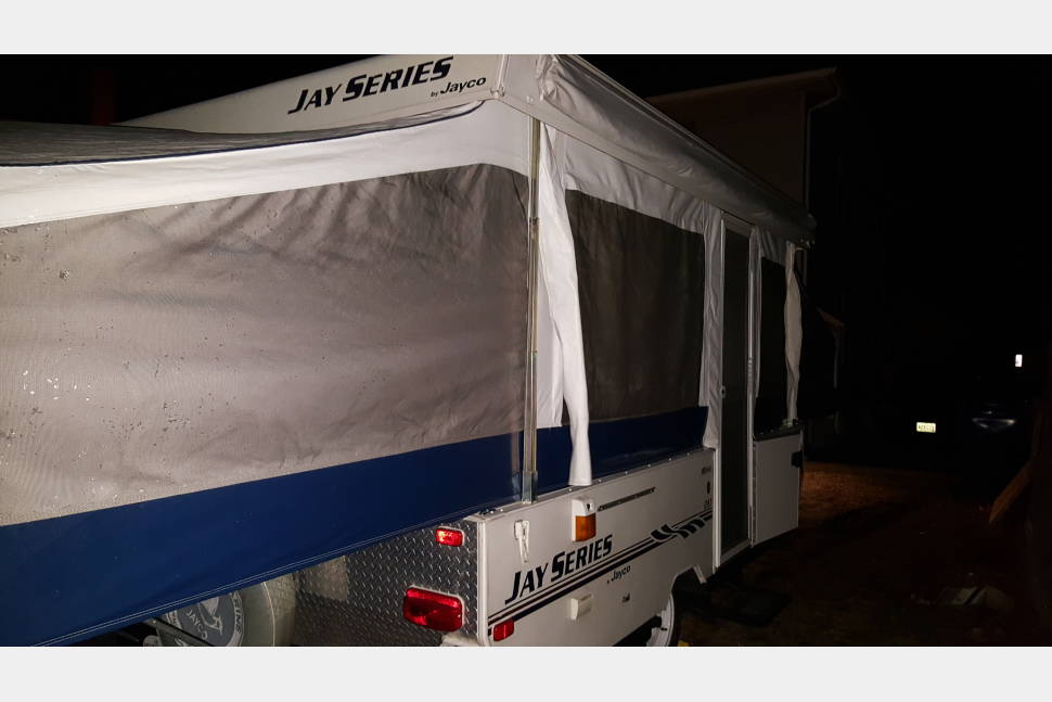 2005 Jayco Jay Series 1287 - Clean and light weight pop up camper, great for fist timers easy to pull and set up.