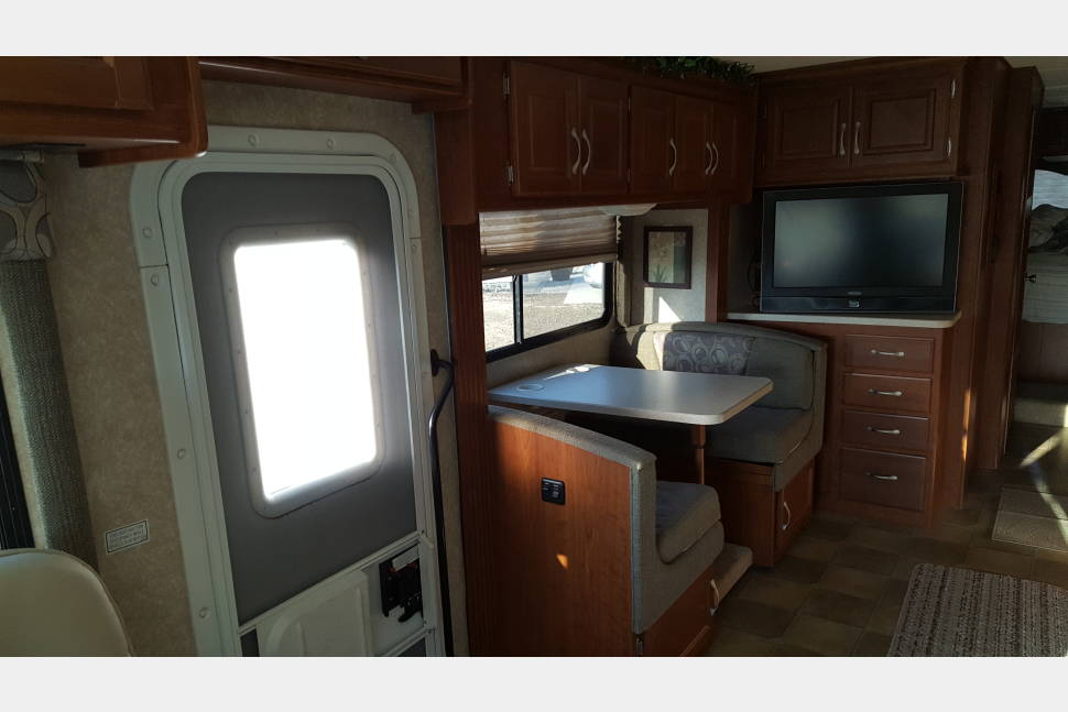 2008 Four Winds Hurricane 33T - Climb Aboard the