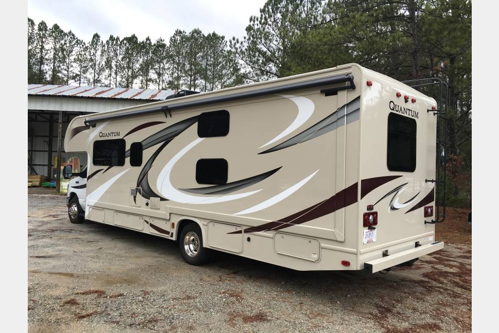 2017 Thor Quantum LF31 - 2017 Thor Quantum LF31 - Brand New - With Outside Entertainment Package!