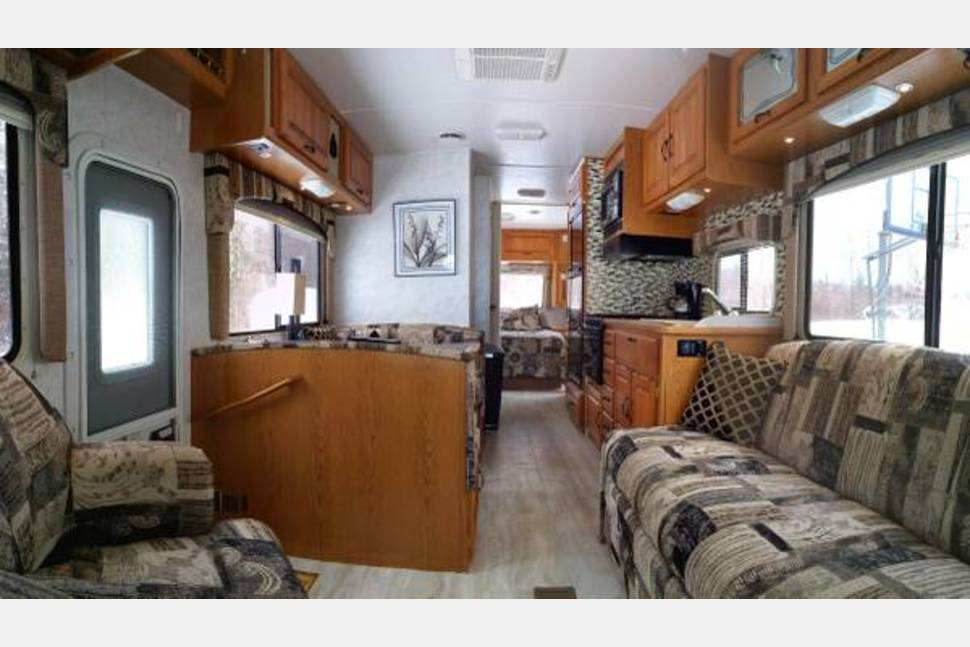 2001 Thor Four Winds Majestic - 2001 UPDATED Thor Four Winds Majestic - 31' - The Complete Package!