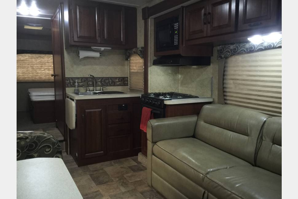 2013 Forest River Sunseeker 2860 - Easy driving 28.5 ft Class C with indoor and outdoor entertainment