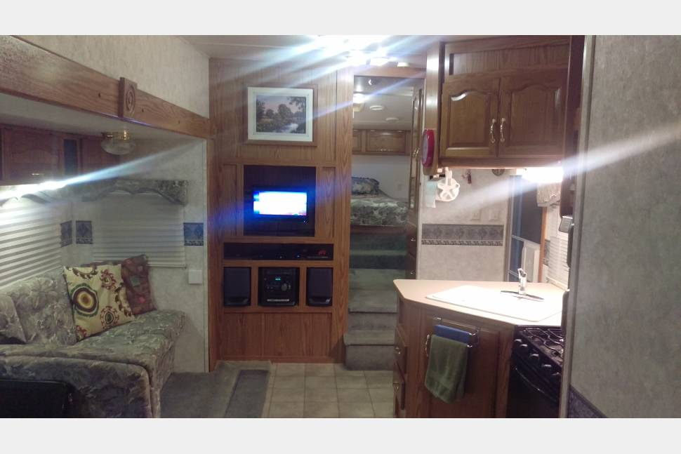 2003 Keystone Cougar 281BHS - Outdoor fun in comfort at a great price
