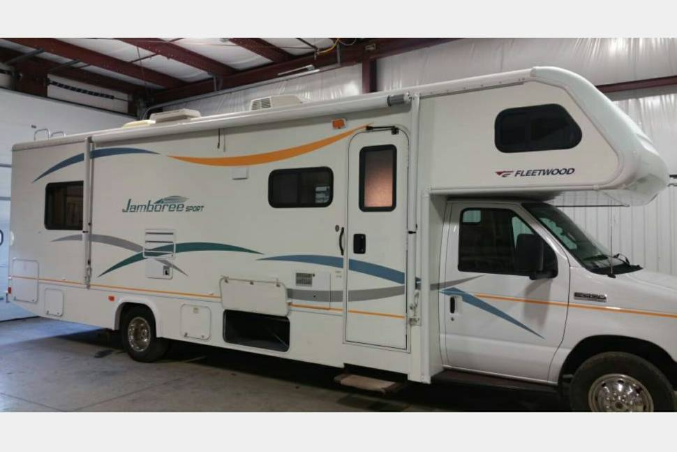 2008 Fleetwood Jamboree Sport - 31 FT Class C RV for Any Family Vacation or Occasion :)