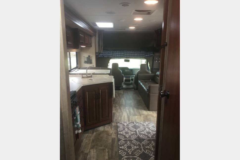 2017 Forest River Sunseeker 3050 - 2017 Sunseeker with Dish Satellite TV and Sirius Radio!