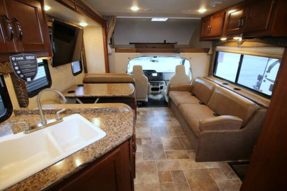 2016 THOR Freedom Elite 29FE - The Ultimate RV TAIL-GATE Family camping vacation!