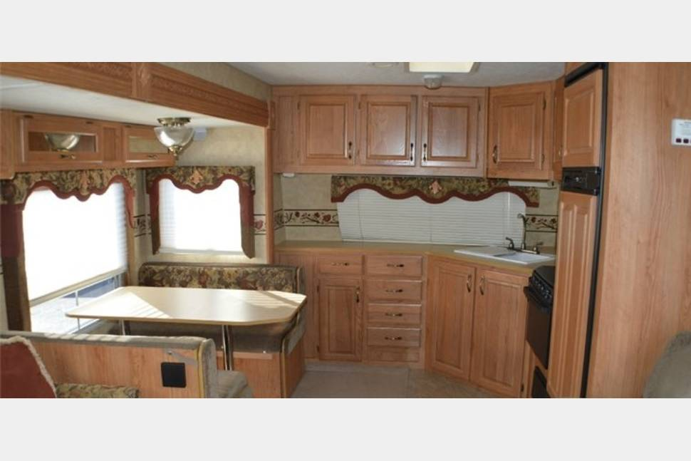 2006 Jayco Eagle 32FKS - Vacation in nature while living in luxury
