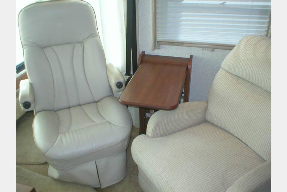 2003 Winnebago Adventurer 33V With Unlimited Mileage - 2003 Winnebago Adventurer 33V -
