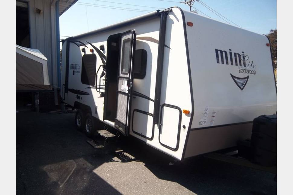 2016 Rockwood MiniLite 2104S - Perfect Couple's Camper