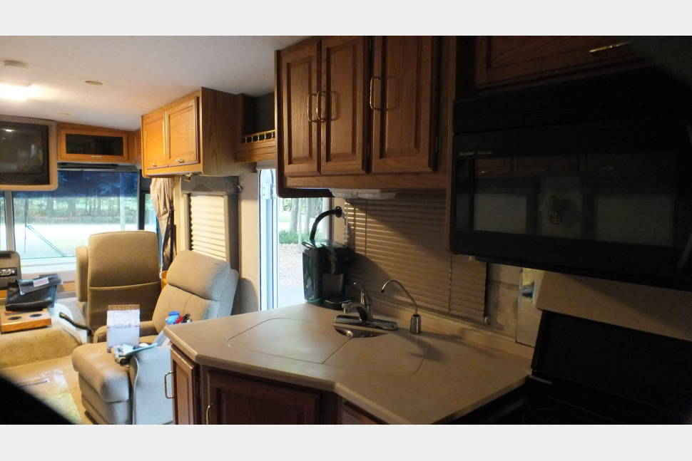 2000 Winnebago Adventurer 35u - Aging beautifully 2000 Winnebago Adventurer 35u. Just like us baby boomers!