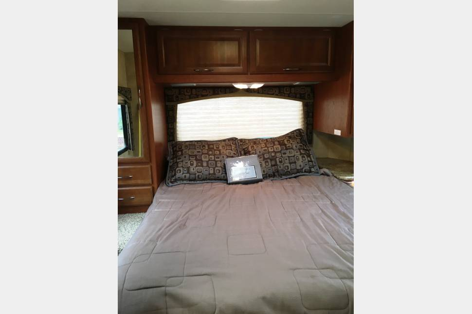 2012 Thor Chateau - No  Extra Fee Super Fun Thor RV!