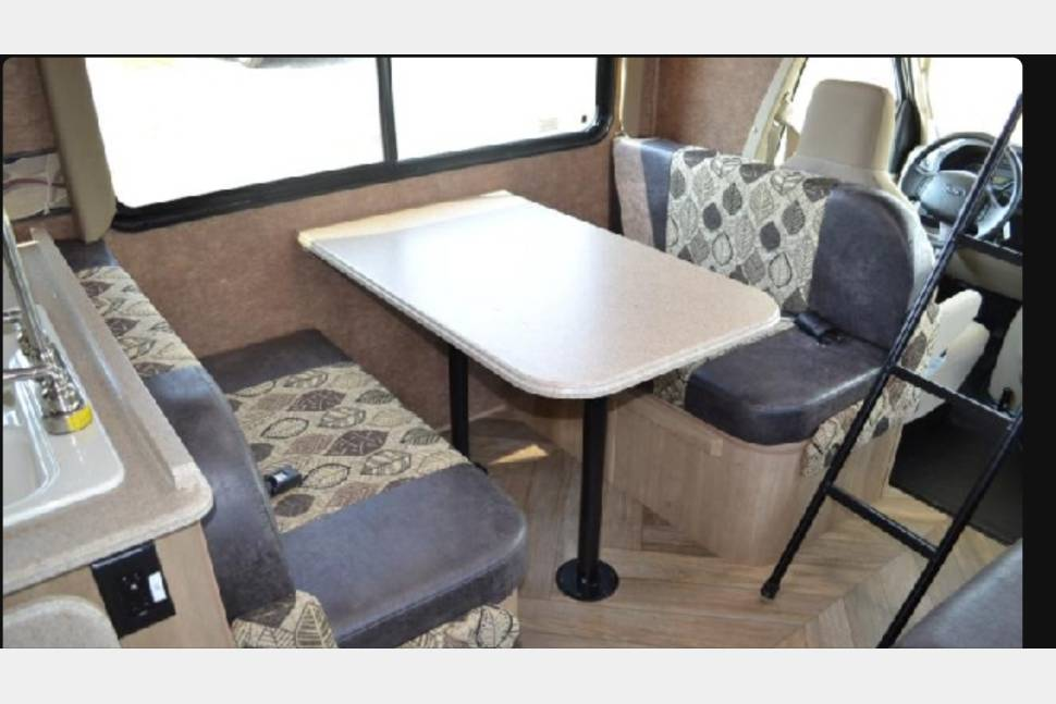2015 Coachmen Freelander 27QB - Home is where you park it!