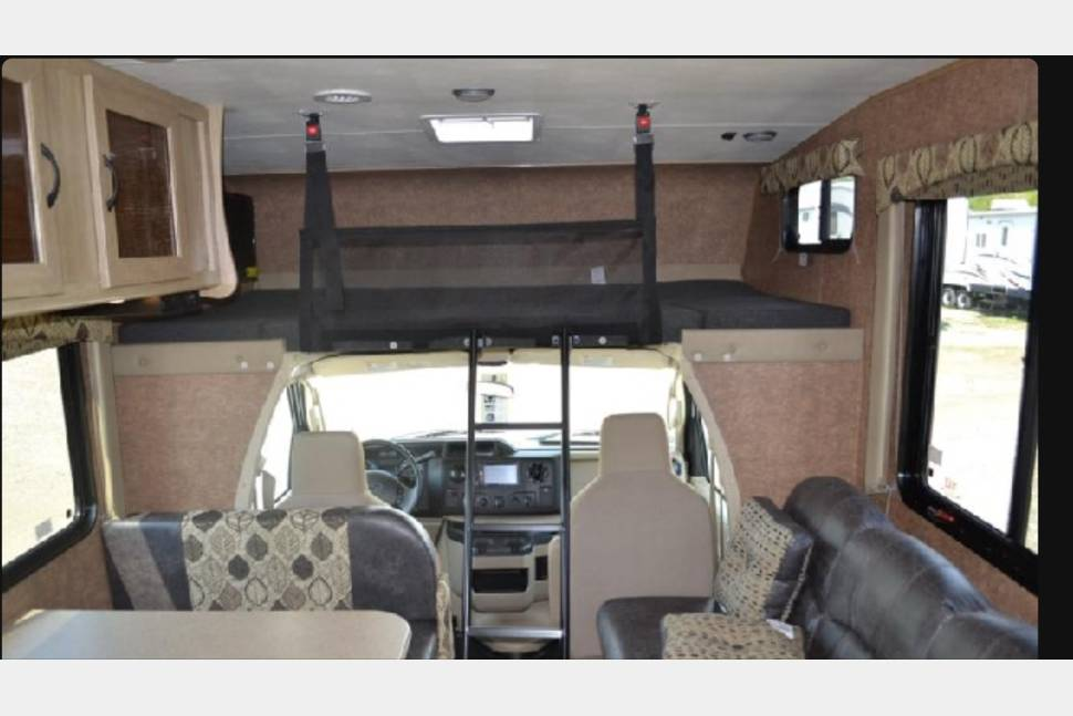 2015 Coachmen Freelander 27QB - Home is where you park it!