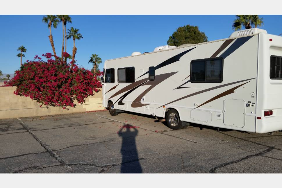 2003 FORD HURRICANE - 30 ft. newly refurbished, fully equipped  2003 Ford Hurricane motorhome.