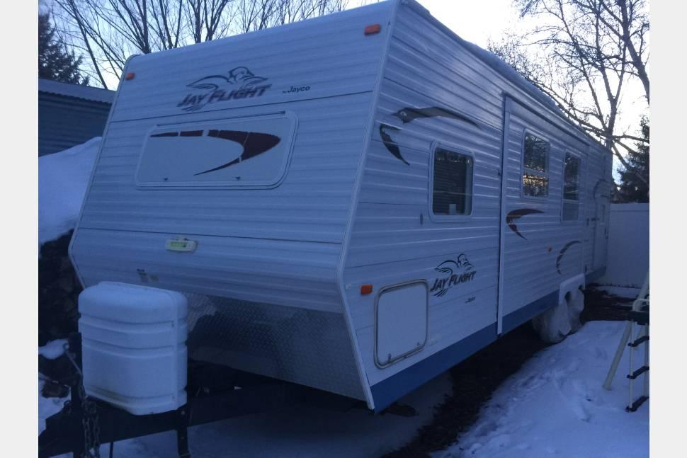 2005 Jayco Jay Flight 31bhs - 2005 Jayco Jay Flight travel trailer 10 person. W/ convertible bunks, outside grill, inverter, generator, & a/c.