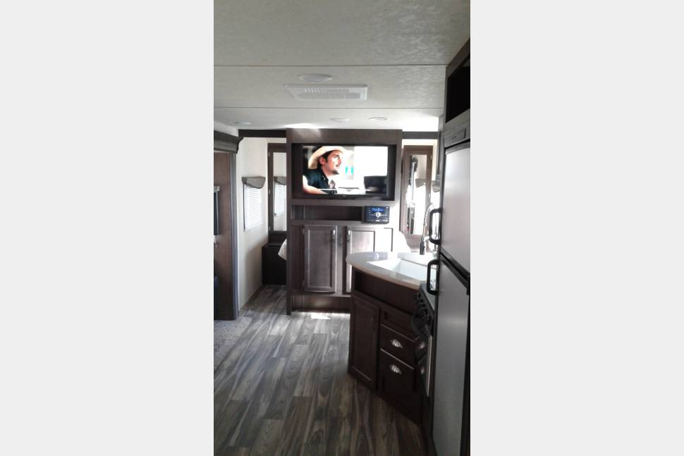 2017 Family Camper - Beautiful Family camper - Sleeps 10