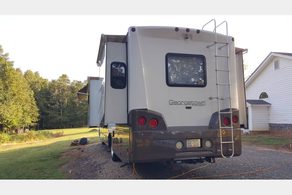2010 FOREST RIVER GEORGETOWN 350TS - 36 FT. FOREST RIVER GEORGETOWN 350TS (BUNKHOUSE W/ 3 SLIDES)