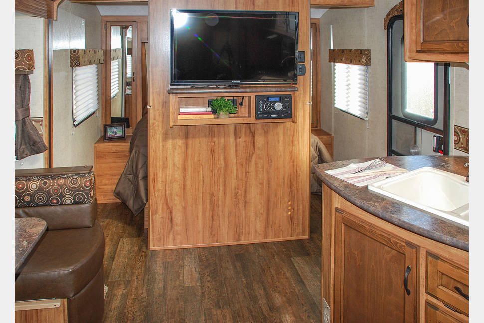 2016 KZ Spree Connect BHS250 - Queen Bed, Bunks & Full Kitchen