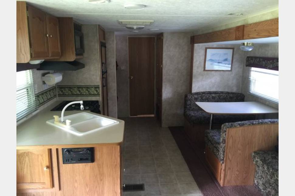 2005 Keystone Springdale 295 BHL-GL, Clearwater Edition - 32' Springdale camper, sleeps up to 6, delivery and setup available
