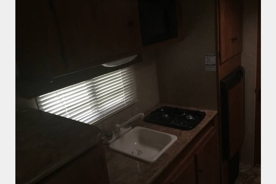 2011 NOMAD - 2011 Nomad RV Trailer, 18 foot, 5 adults, very clean.