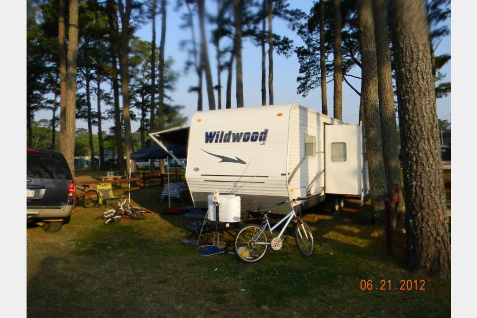2008 FORREST RIVER WILDWOOD - Witmer's Triple Bunk Camper