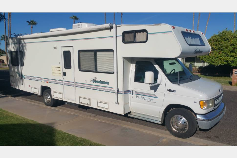 1999 Coachmen Pathfinder - Perfect getaway motor-home for the family!