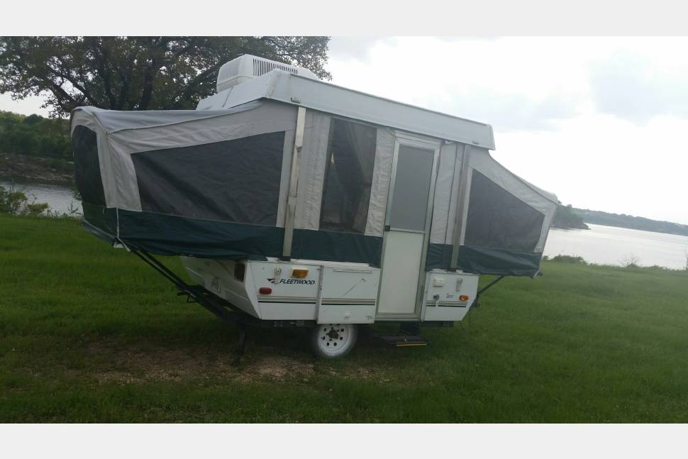 2005 Fleetwood - Small pop up camper with cold AC