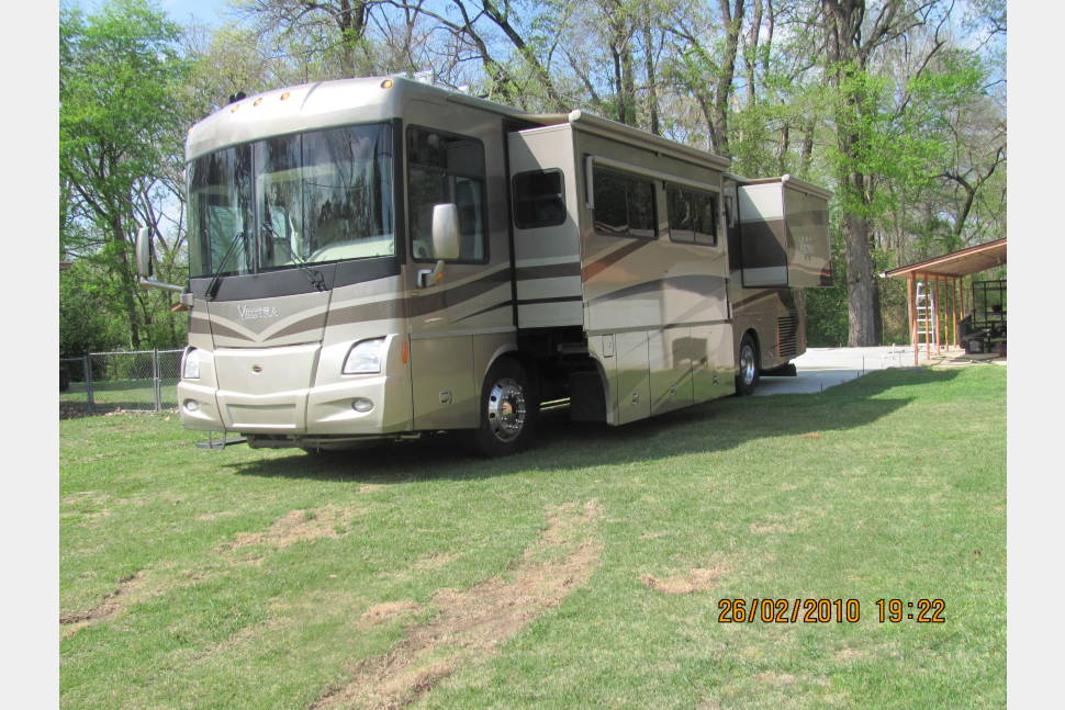 2005 Winnebago Vectra 40AD - 40ft Home on Wheels