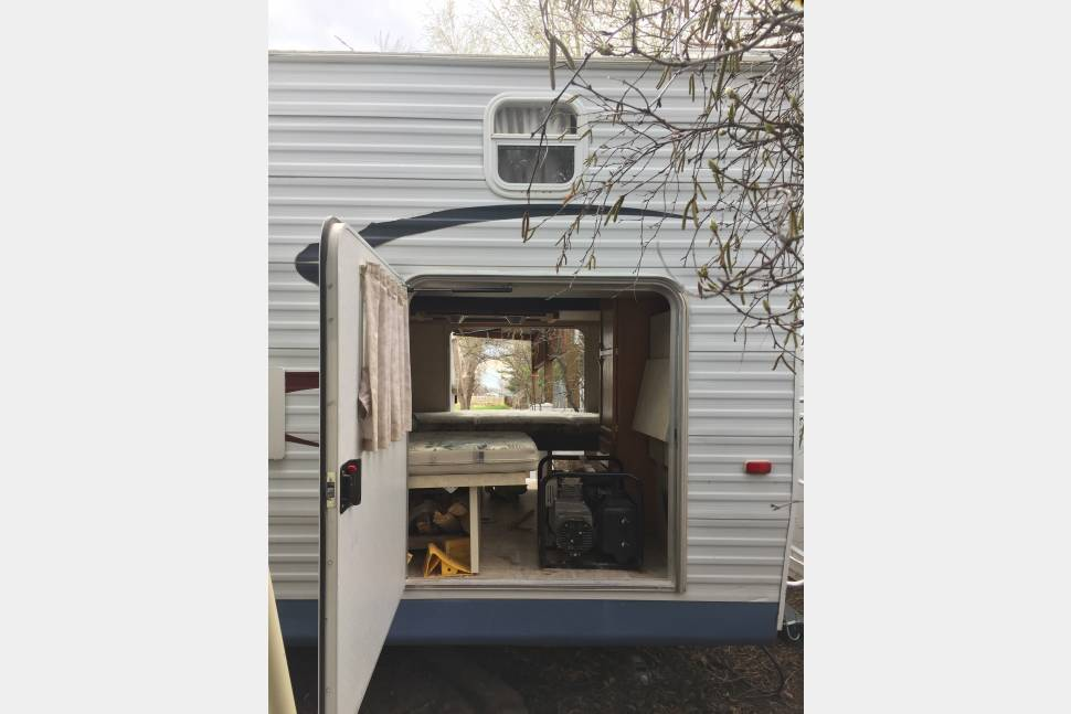 2005 Jayco Jay Flight 31bhs - 2005 Jayco Jay Flight travel trailer 10 person. W/ convertible bunks, outside grill, inverter, generator, & a/c.