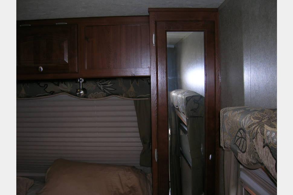 2012 ROCKWOOD ULTRA LITE 2702SS - ROCKY