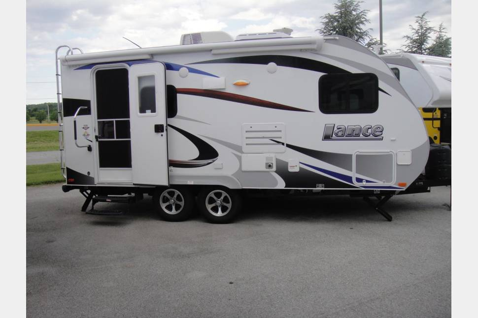 2014 Lance 1685 - The Perfect Travel Trailer For You!
