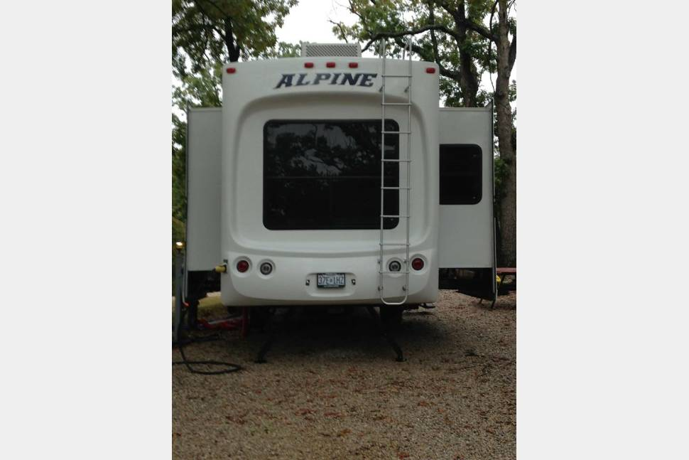 2011 Keystone Alpine RL3555 - Your home away from home!