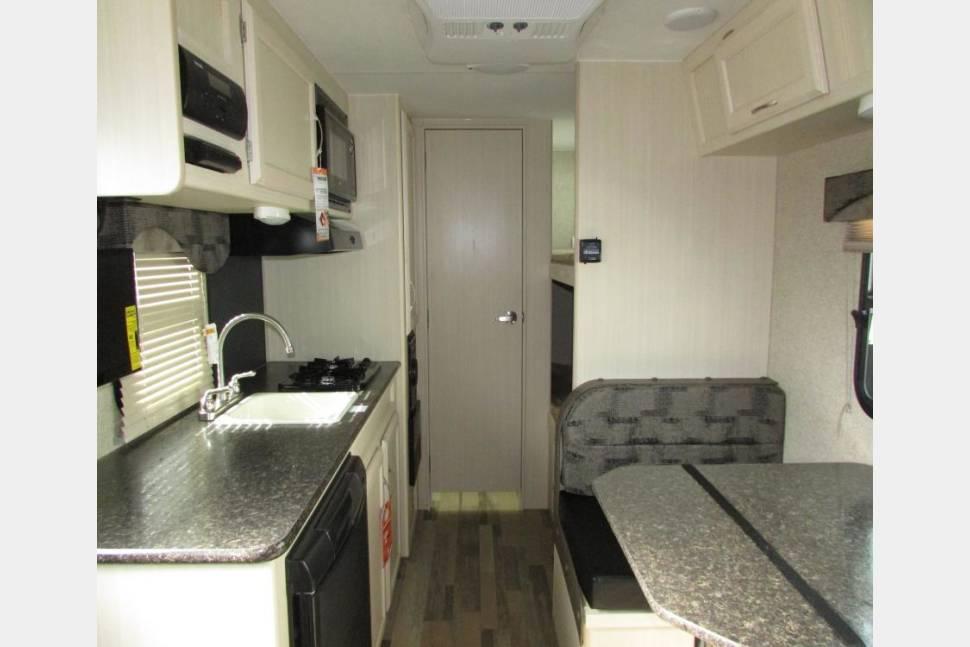 2017 Micro Minnie Winnebago 1700BH #ABQRV - #ABQRV 2017 New Mexico Micro Minnie 1700BH Travel Trailer 505 RV Rentals