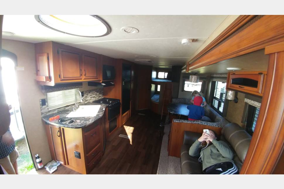 2016 Starcraft Autumn Ridge 289 BHS - The Family Dream Vacation Starcraft