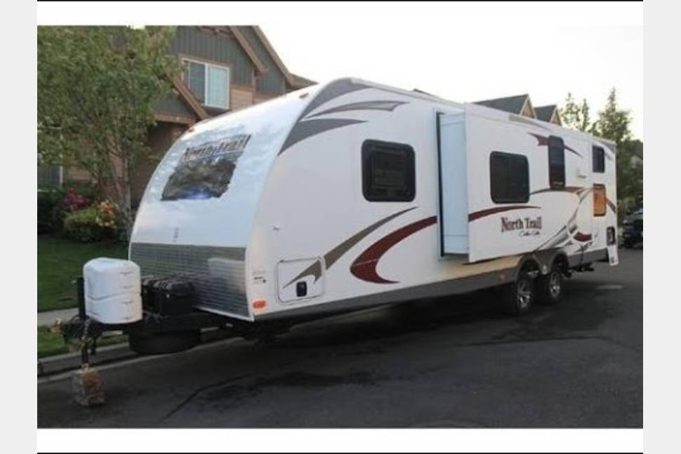 2012 Heartland RV North Trail 28BRS - Large enough for the whole crew, or just the two of you :)