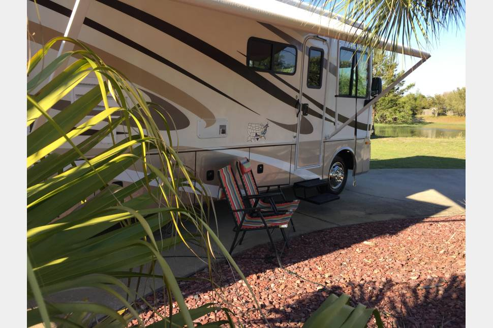 2008 Fiesta Terra 36T - Rare Bath and 1/2, Comfortably Sleeps 6, Overhead Bunk for Kids aboard the