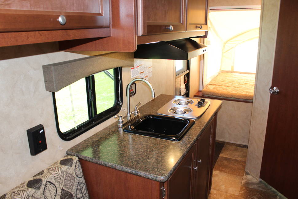 2016 Coachmen Clipper 16RBD Hybrid - Rent this like new 2016 Ultra-Lite Hybrid Travel Trailer