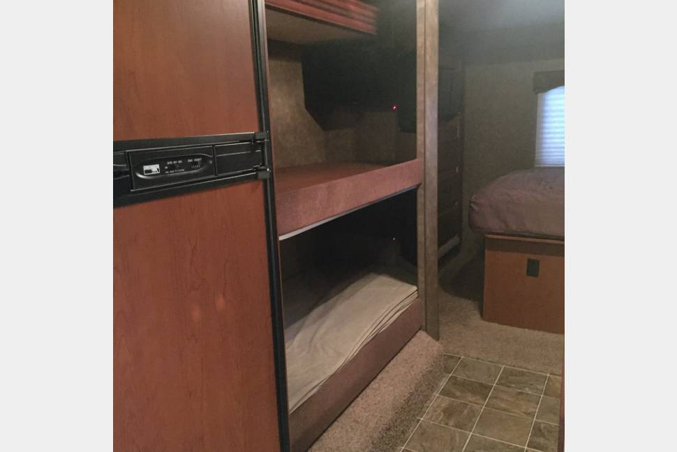 2013 Thor Chateau 31A - Large Family-Friendly RV for Roadtripping!