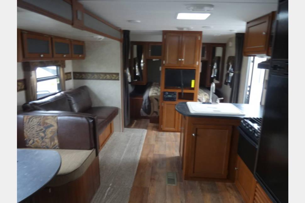 2015 335 Bhs Keystone Bullet - Nice travel trailer.