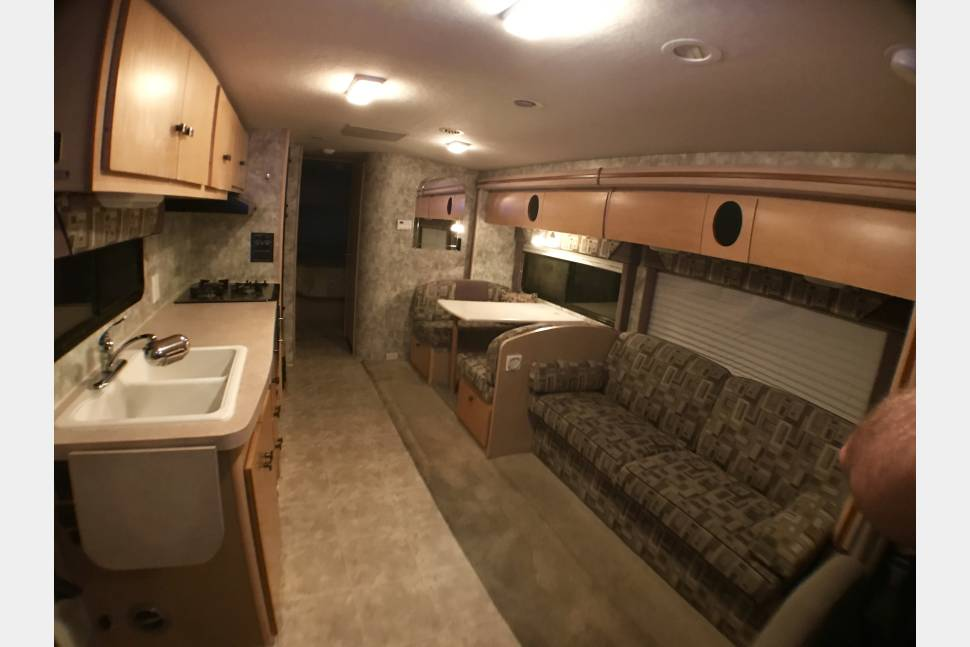 2007 29' Winnebago EZ-2-Drive W/Private Bedroom & SuperSlide Out! Huge Living Room/Kitchen-Sleeps 8 - 29' Winnebago EZ-2-Drive w/Private Bedroom & SuperSlide Out! Huge Living Room/Kitchen-Sleeps 8