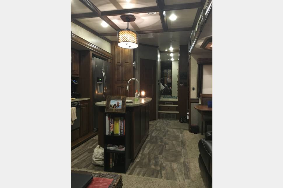 2016 Heartland Bighorn 3875FB - like the outdoors, but don't like to leave luxury?