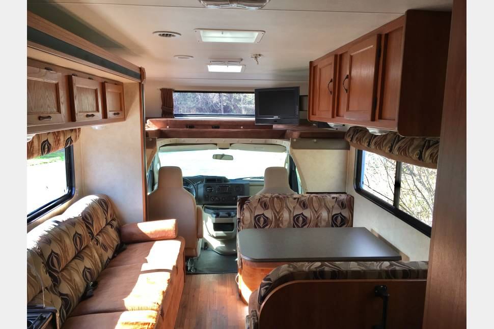 2011 Coachmen Freelander 30QB - Vacation on wheels