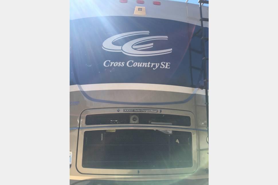 2006 Coachmen Cross Country - Adventure awaits!
