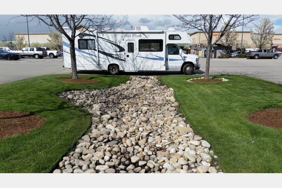 2009 Four Winds 5000 - The Ultimate Cruiser!.... This motorhome is like driving a van. Easy to drive motorhome will take you where your heart desires. Take your time and have your family relax as the driver cruises in the Ultimate Cruiser to your favorite destination.